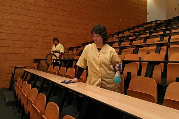 entretien des meublants de classes - Grannjouan propreté