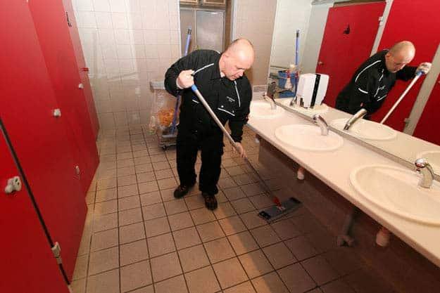 entretien-sanitaires-grandes-surfaces_granjouan-proprete